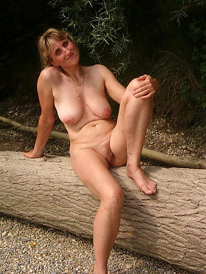 natural mature milf posing nude