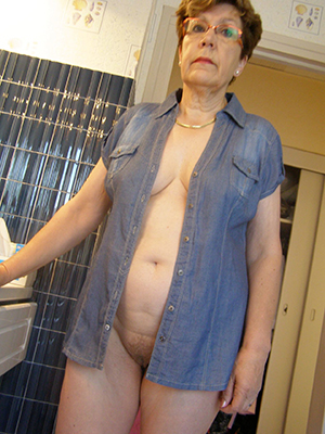 gorgeous sexy mature housewives pics