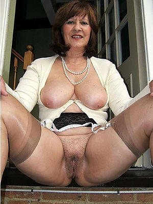 matured mom chest stripped