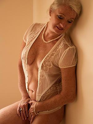 beautiful nude mature models pics