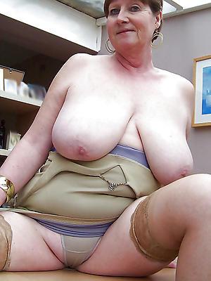mature woman xxx posing nude