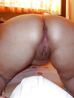 big booty grown-up milf posing nude