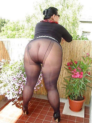 free pics of mature ladies in pantyhose