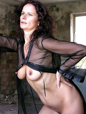 beautiful empty mature models porn photos