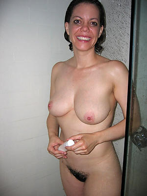 hotties mature women around shower porn pics