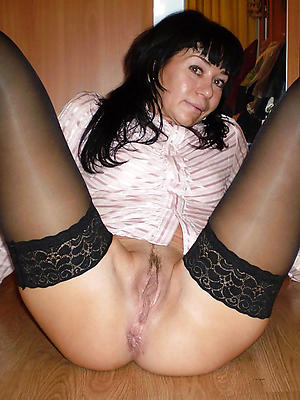 single matures posing nude