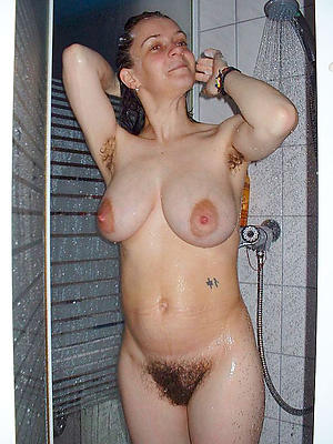 beautiful mature nude shower pics