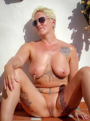 beautiful mature tattooed women pics