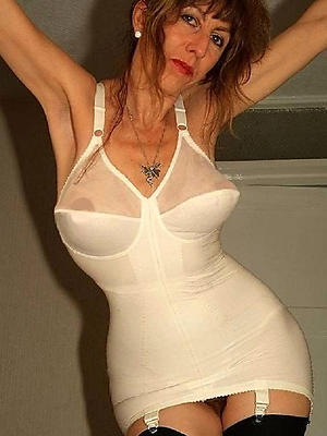 wonderful mature women lingerie pictures