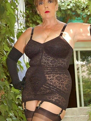 sexy mature in undergarments pics