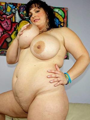 chubby milf mature posing nude