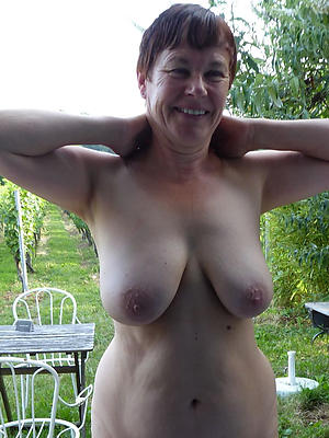crazy mature lady boobs nude pictures