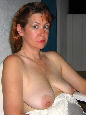 matured amateur moms posing nude