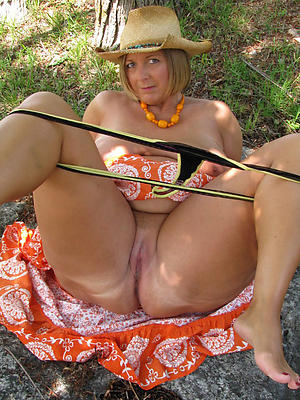 mature panty pussy