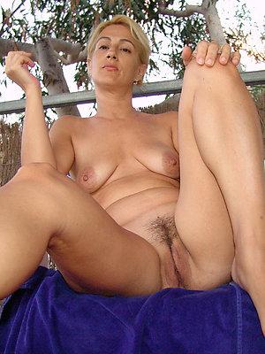 sexy mature feet stripped