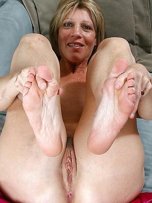 free pics of mature milf feet