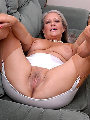 mature woman feet cherish porn