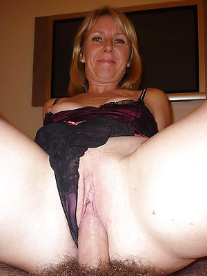 hotties mature lady fellow-feeling a amour pics