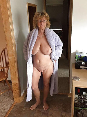 sexy mature wifes posing nude