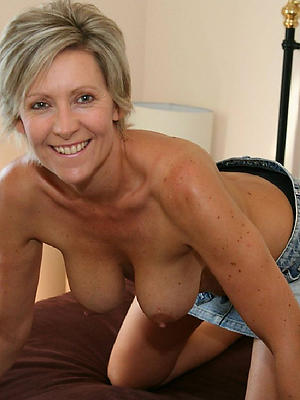 beautiful nude mature in tight jeans