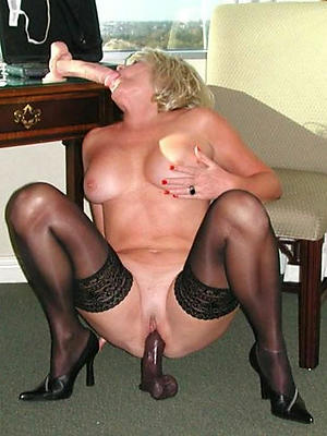 mature milf masturbating