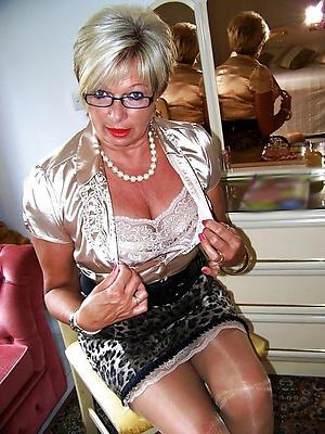 slutty mature women in glasses nude pics