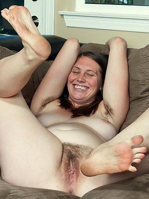 hotties mature nude feet