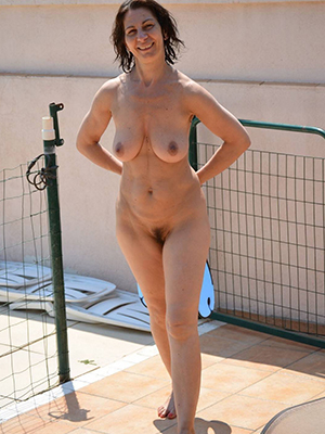 homemade natural mature milf stripped