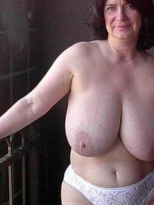natural mature milf stripped