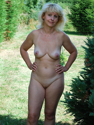 fantastic mature blonde pussy pictures