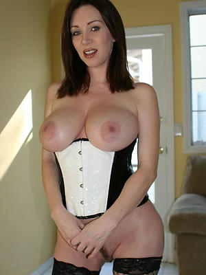 fantastic mature brunette women