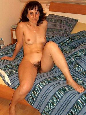 mature brunette women posing nude