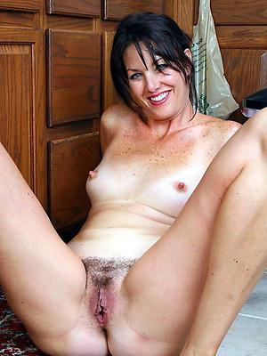 beautiful mature girlfriend minimal