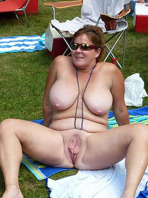sexy grown-up vulvas stripped