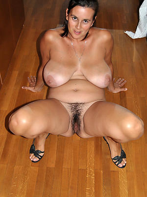 gorgeous hot mature moms pics