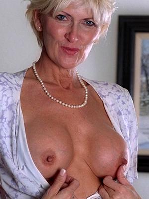 gorgeous classic mature women naked pics