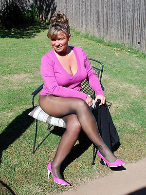 gorgeous mature womens hands nude pics