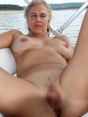 curvy age-old women pussy