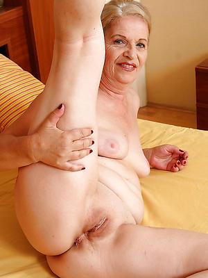 mature hot granny posing nude