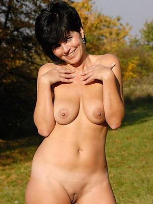single mature ladies posing nude