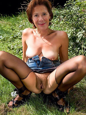 hotties mature women with hairy pussies