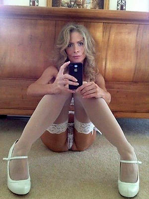 gorgeous sexy selfies mature