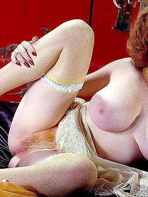sexy vintage mature erotica stripped
