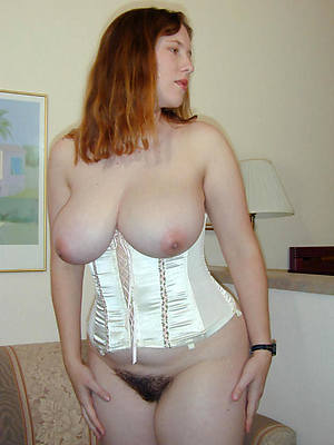 grown-up amateur moms nude pictures