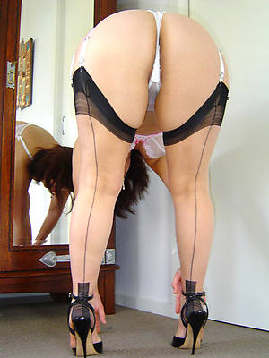 beauties mature women in nylons porn images
