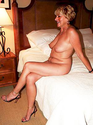 porn pics of mature spread legs