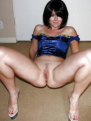 mature spread legs nude pics