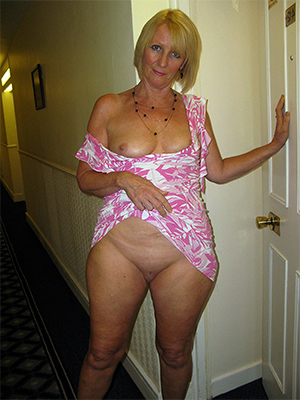 free pics of mature light-complexioned pussy