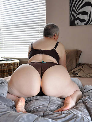big booty mature woman stripped