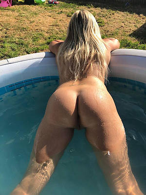 fantastic beamy booty mature woman porn pics
